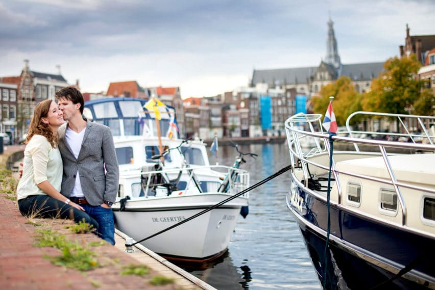 couple sitting along the water in Haarlem