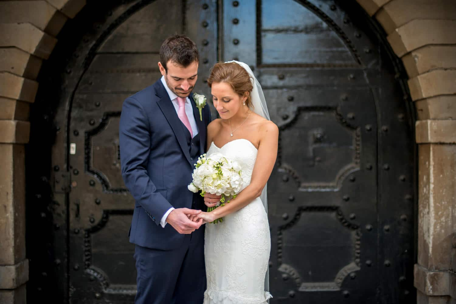 bride and groom portraits in city of London