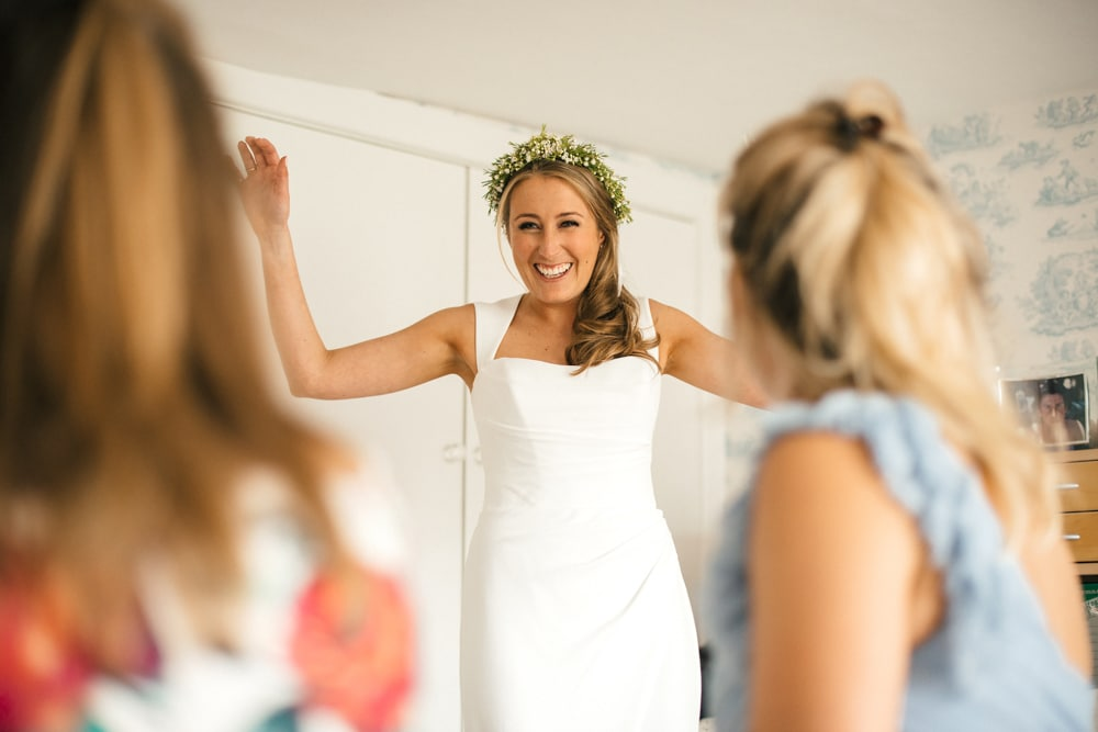 bride getting ready at family home in New Forest