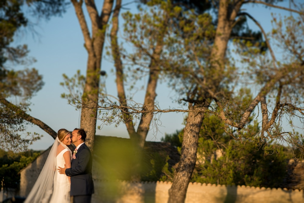 Le Mas de La Rose wedding portraits at golden hour