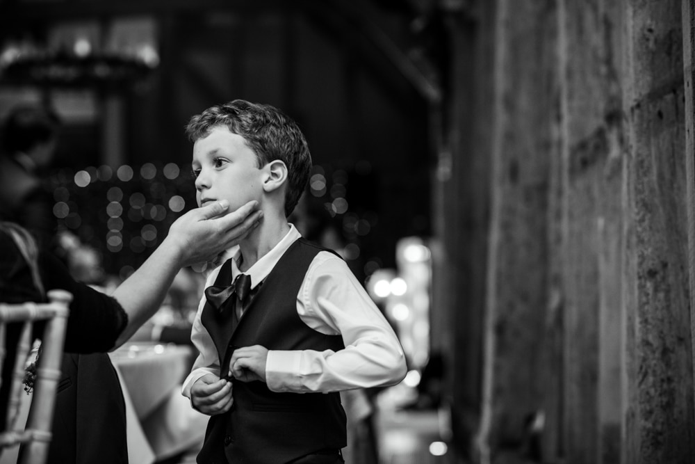 kid at wedding
