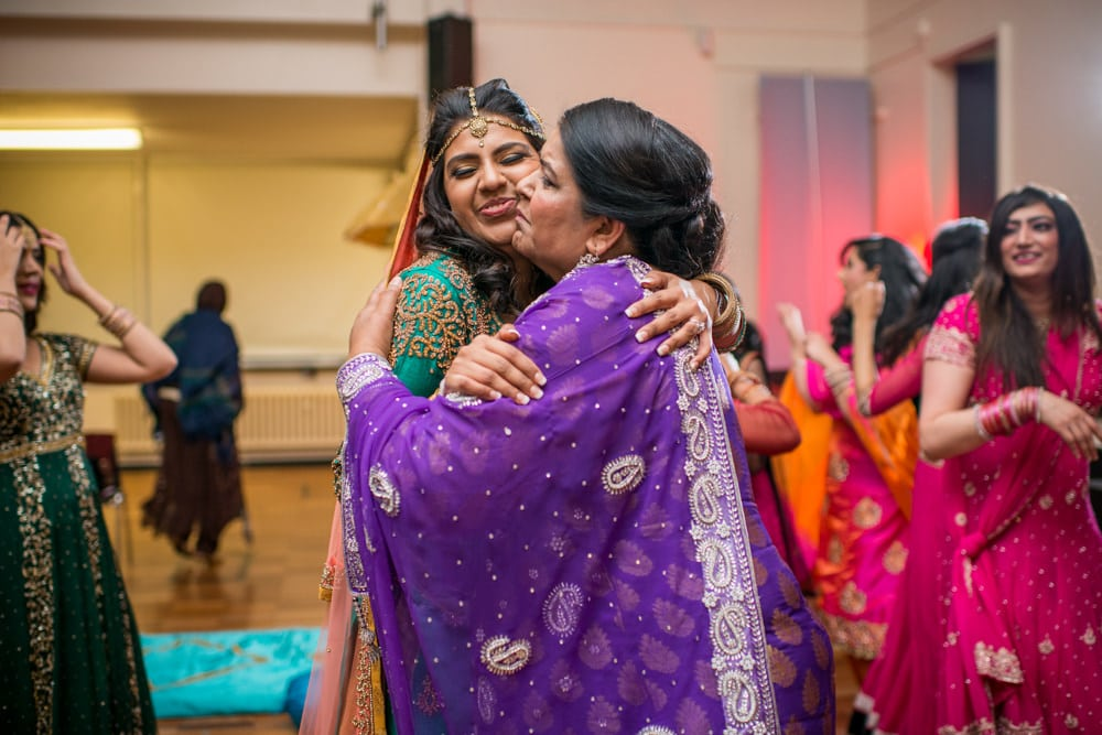 mum kissing bride at her Mehndi