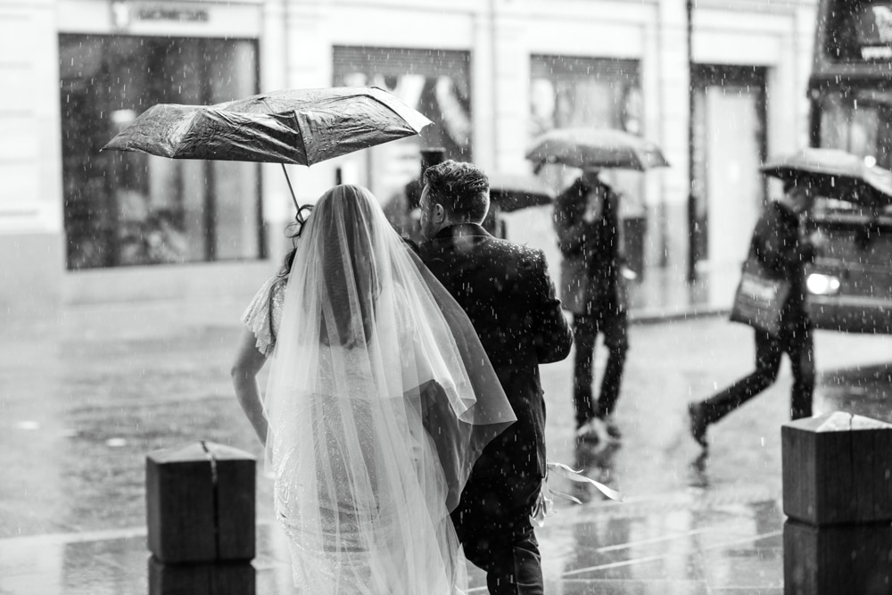 Wedding portraits in the rain, in London