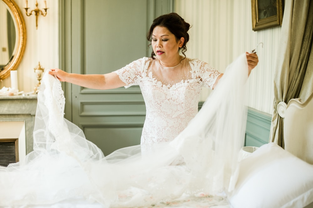 Mother of bride arranging veil
