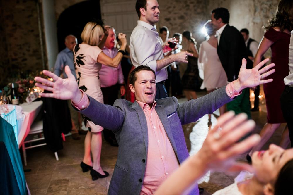 guests dancing at Chateau La Durantie