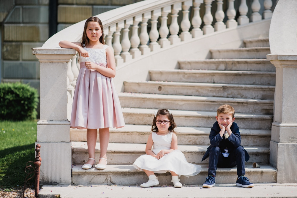 kids on steps at wedding
