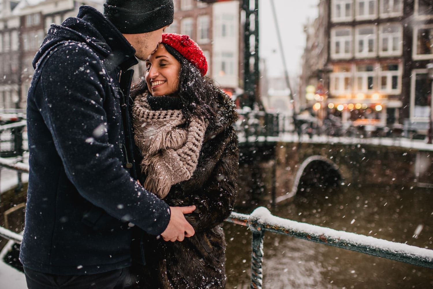 couple in the snow in Amsterdam