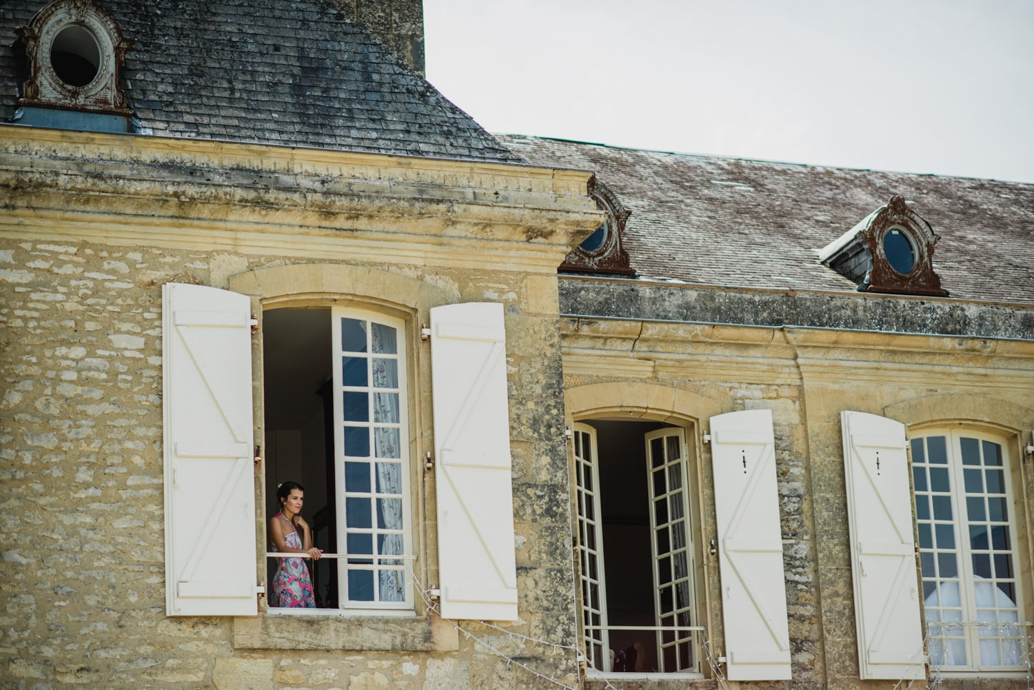 bridesmaid looking out window ar Chateau de Lacoste France