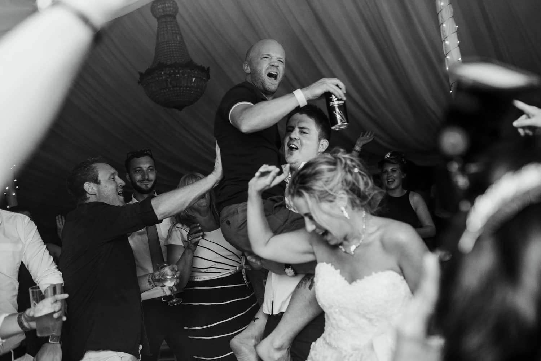 wedding party at Chateau la Durantie