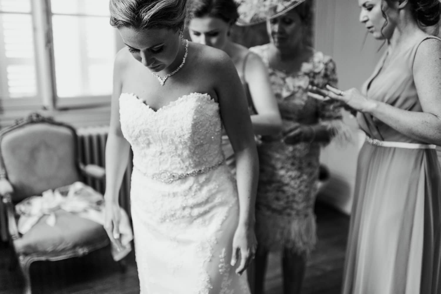 bridal preparations at chateau la Durantie