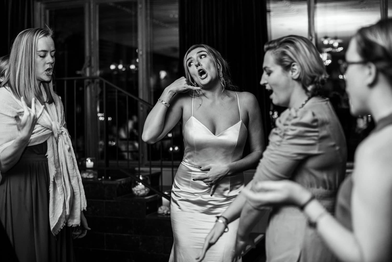 dancing at Amsterdam Pulitzer hotel wedding