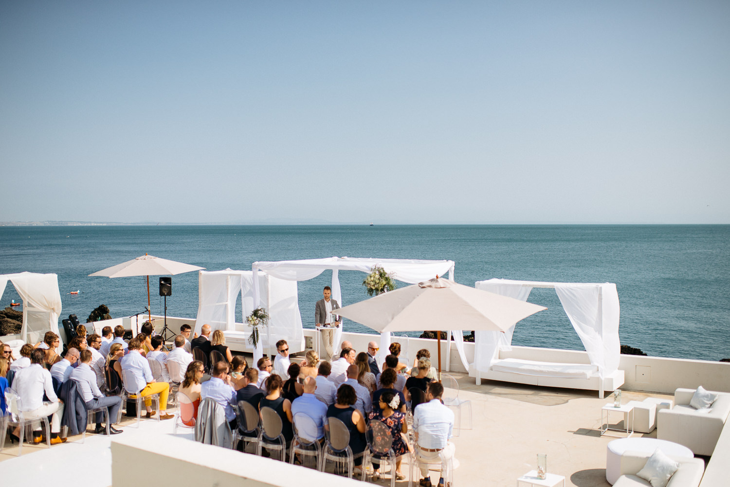 outdoor wedding ceremony at Coconuts Cascais