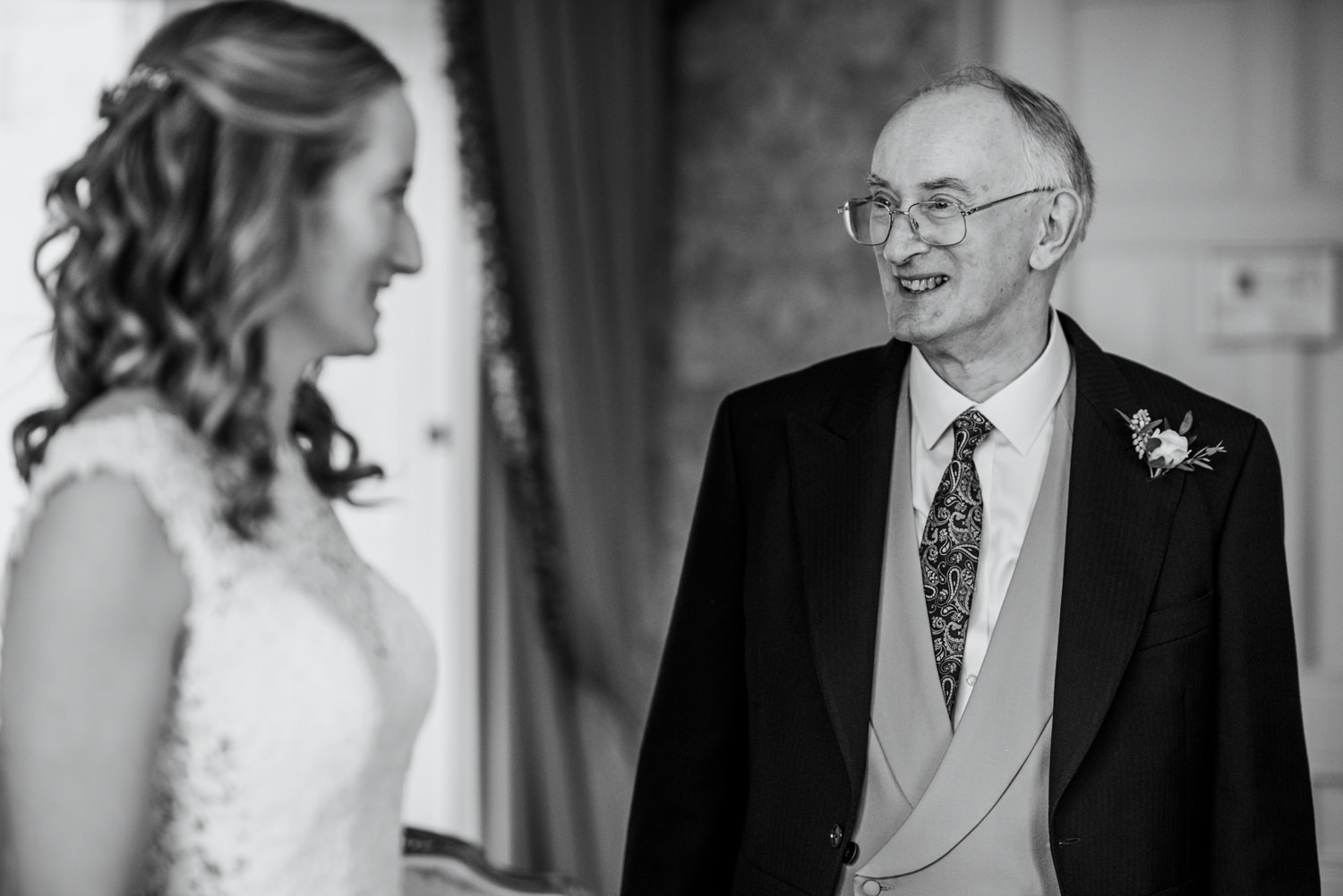 First look between bride and father